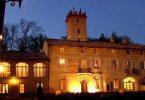 Castello-di-Razzano-slide-cortile-sera incentive gifts