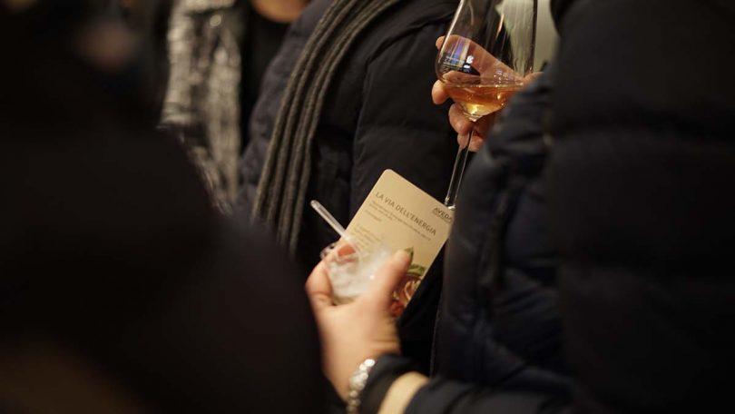 guerrilla marketing aveda milano brera invito bicchiere vino