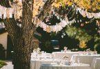 organizzare eventi aziendali estivi tavolo all'aperto